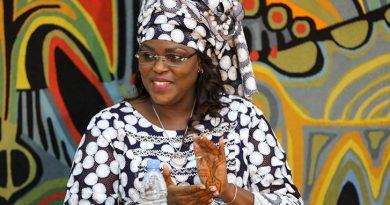 Dakar tire le chapeau à la Première Dame