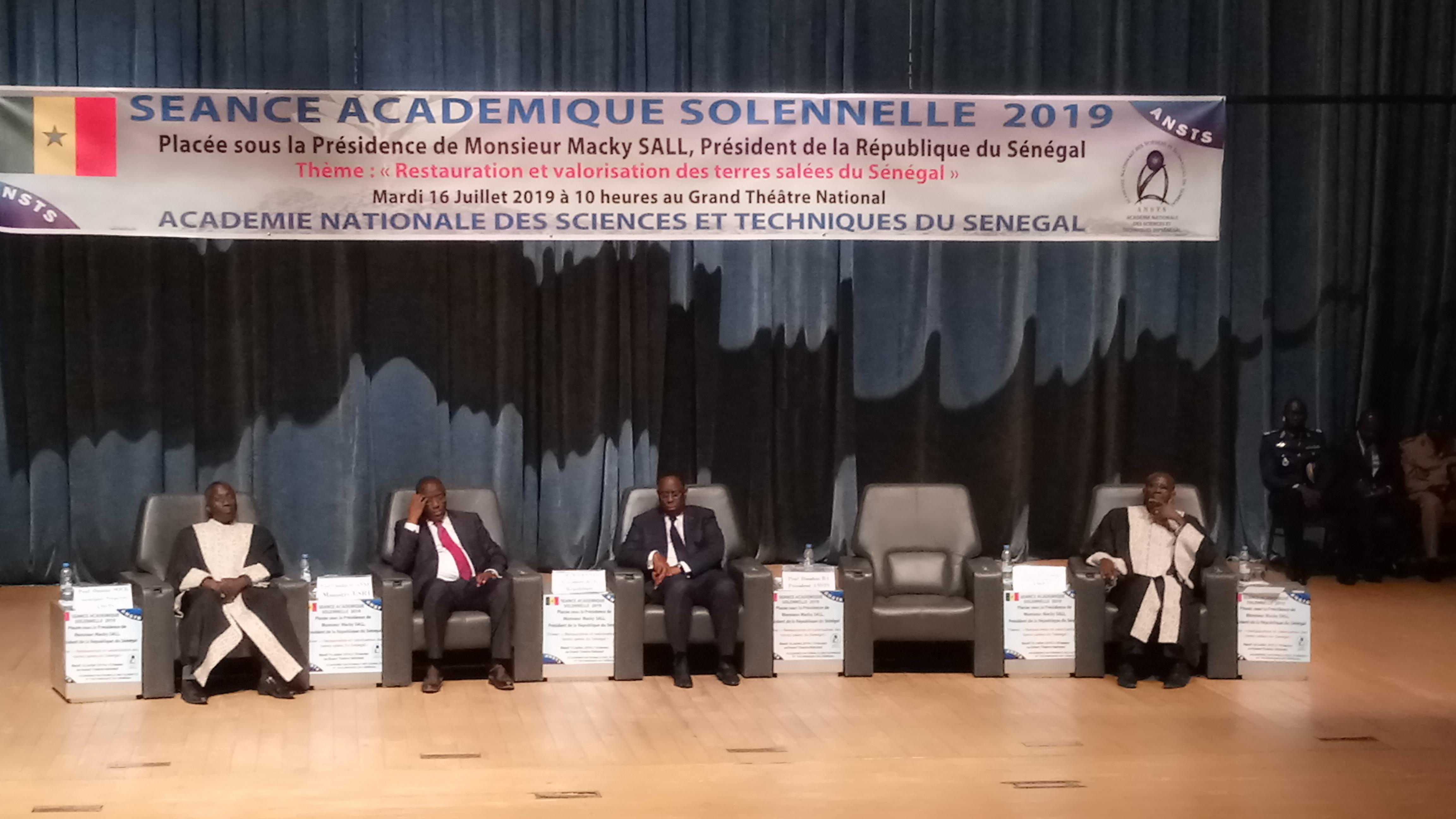 SÉANCE ACADÉMIQUE SOLENNELLE 2019 : Macky Sall  aux  académiciens