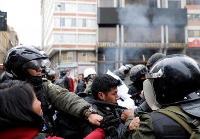 BOLIVIE: affrontements à La Paz au premier jour de la présidence par intérim