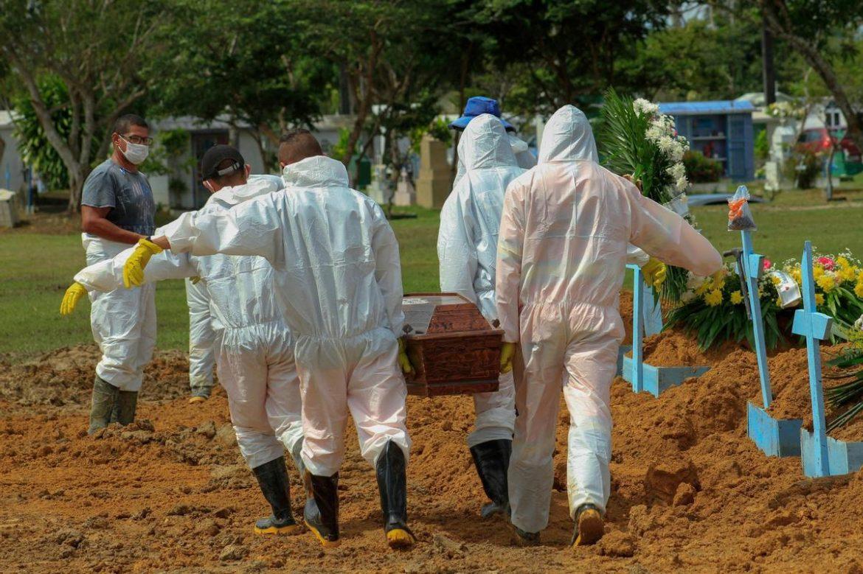 BRESIL: 1 641 morts du Covid-19 en 24 heures, un record