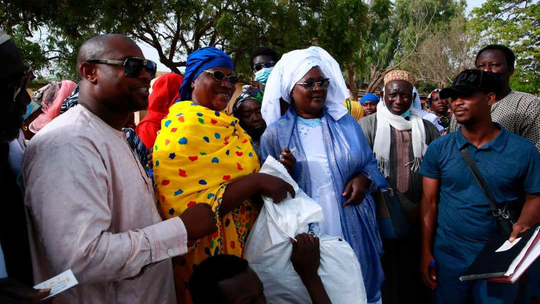 Distribution de kits alimentaires : Awa Niang perpétue sa traditionnelle cérémonie de remise de dons