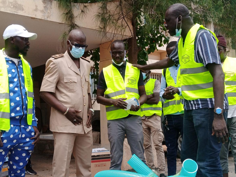 INONDATIONS :  La plateforme Xippil Xool lifi Macky Def offre 20 motopompes et des kits sanitaires à la Ville de Pikine