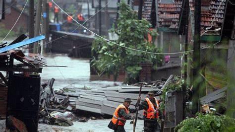 INONDATIONS EN CHINE CENTRALE: Le bilan triple à plus de 300 morts (autorités locales)