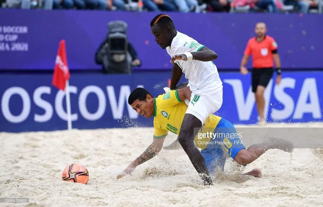 Coupe du Monde Beach Soccer : Le Sénégal terrasse le Brésil et file  en demi-finale