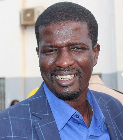 POLITIQUE : Mamadou Gueye alias Gueye l'original quitte la navire beige marron